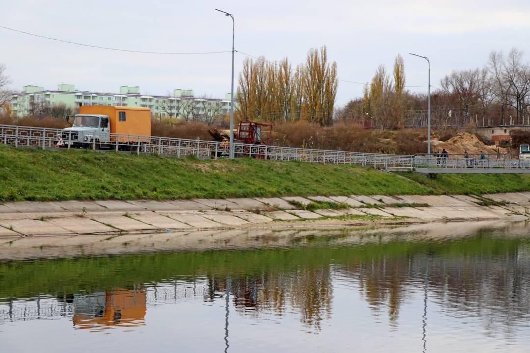 У Чернігові перед зимовим сезоном почистили дамби на Стрижні (Фото)