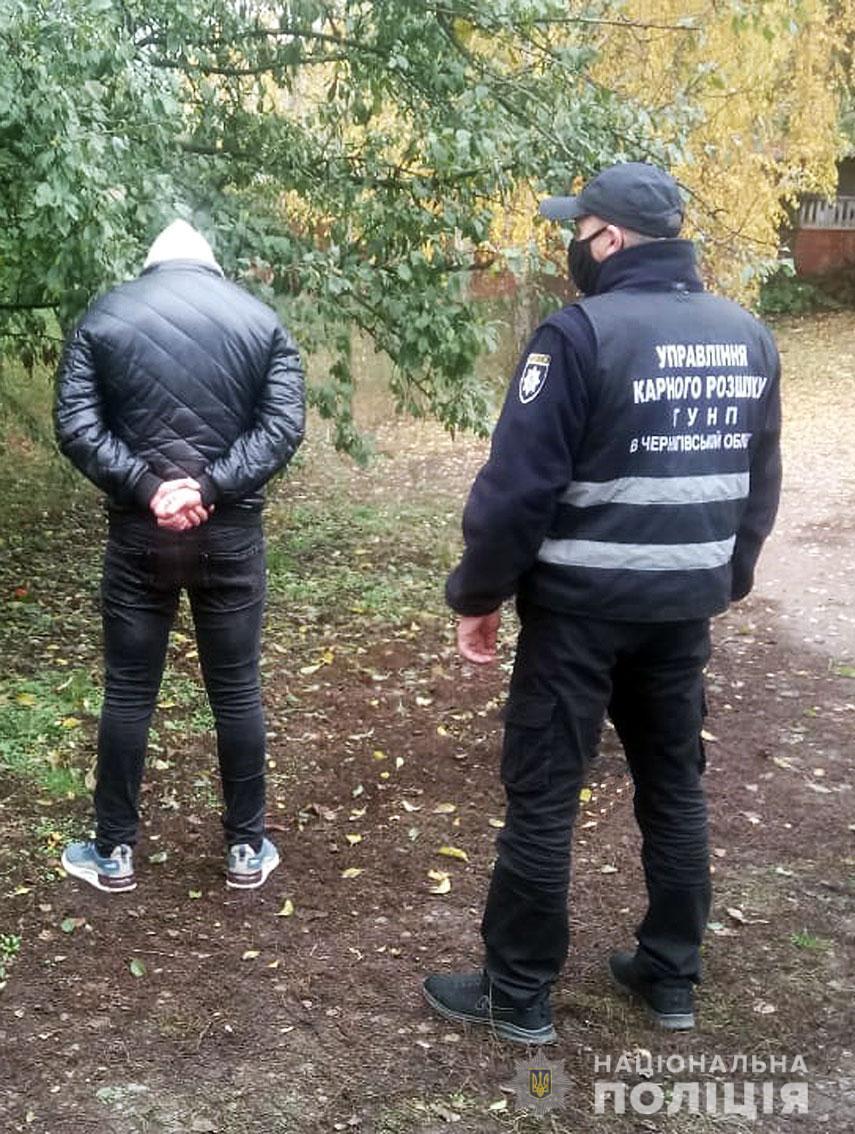На Чернігівщині 34-річний чоловік напав із ножем на поліцейського (Фото)