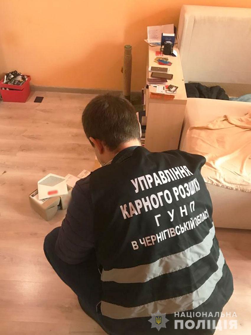 У Чернігові пара шахраїв під приводом працевлаштування оформляла на клієнтів кредити (Фото)