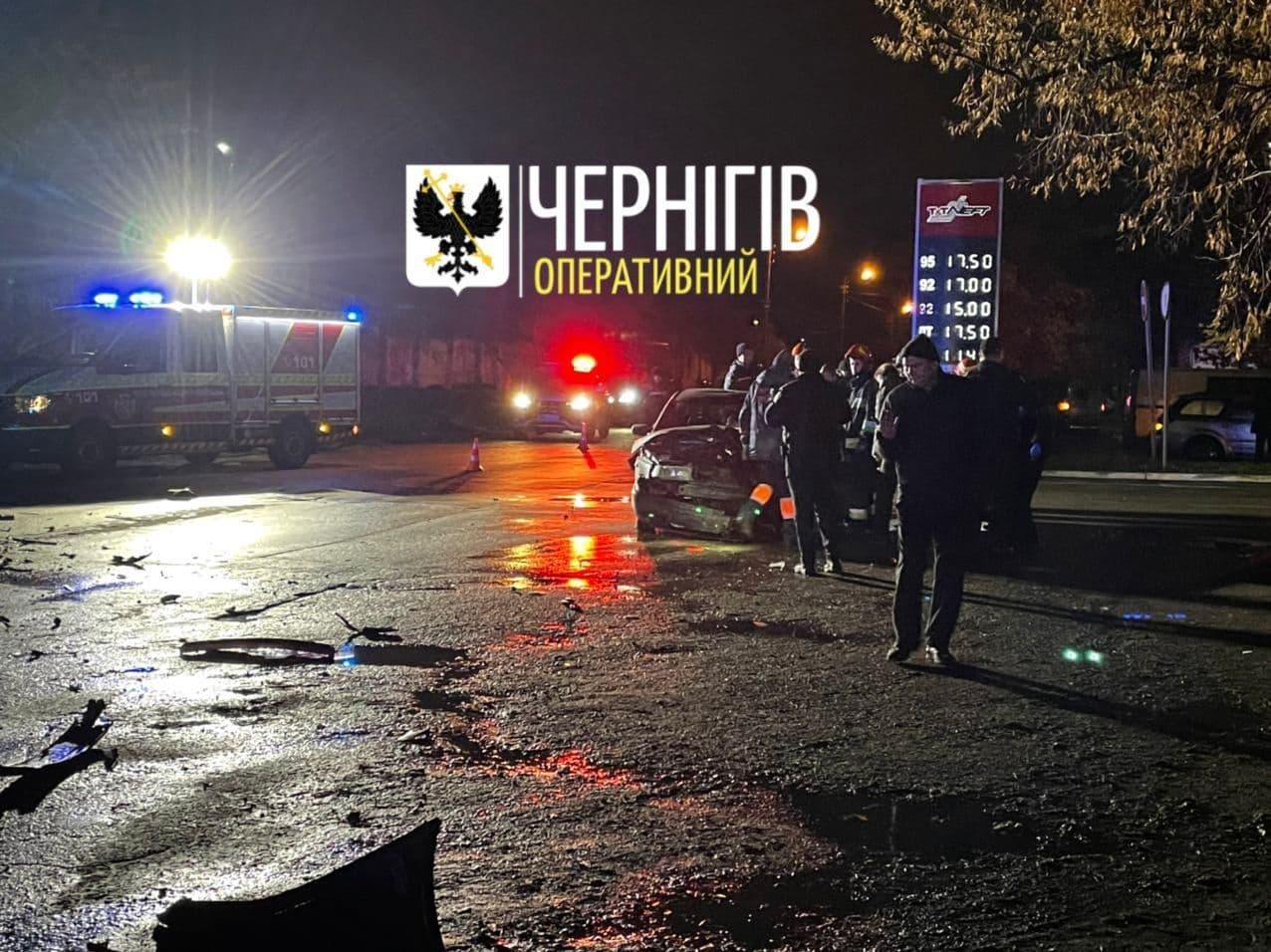 У Чернігові на Громадській сталася автотроща (Фото, відео)