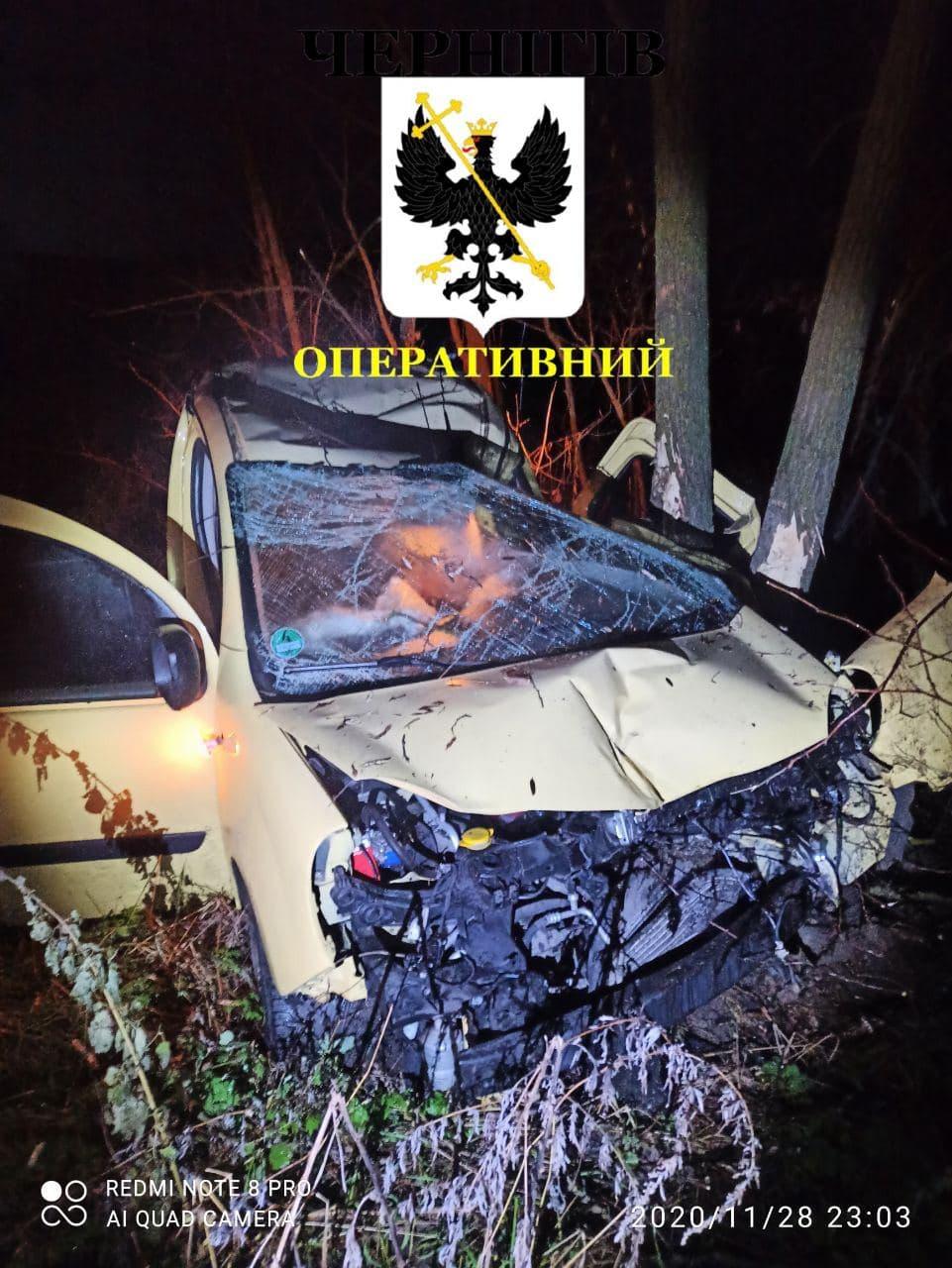 У Чернігові чоловік викрав таксі й потрапив у смертельну ДТП
