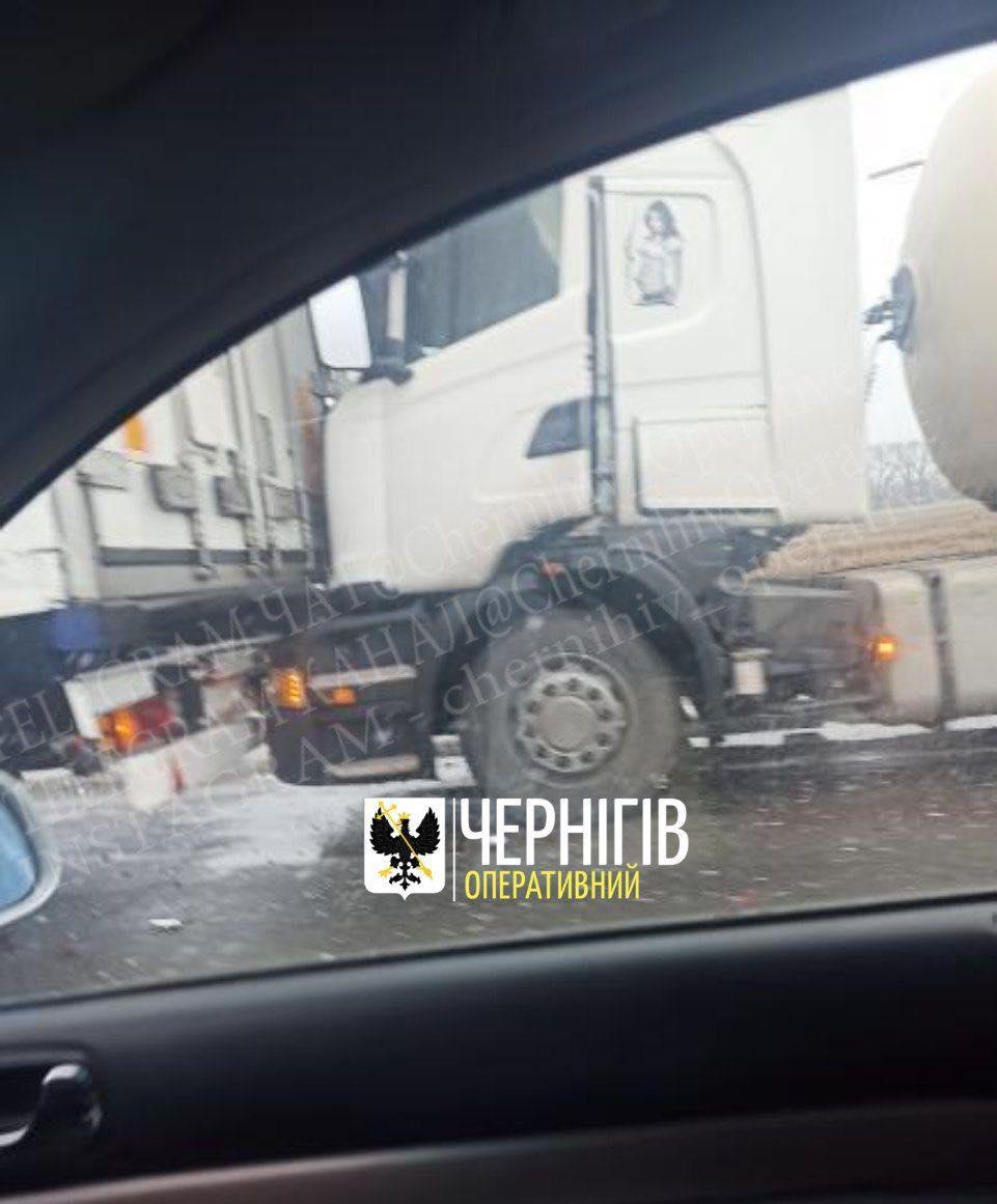 ДТП на київській трасі (Фотофакт)