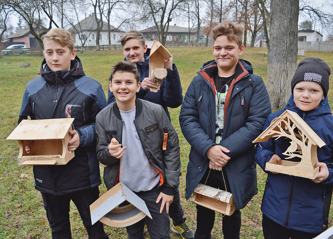 Семенівські школярі встановили годівнички для птахів (Фото)
