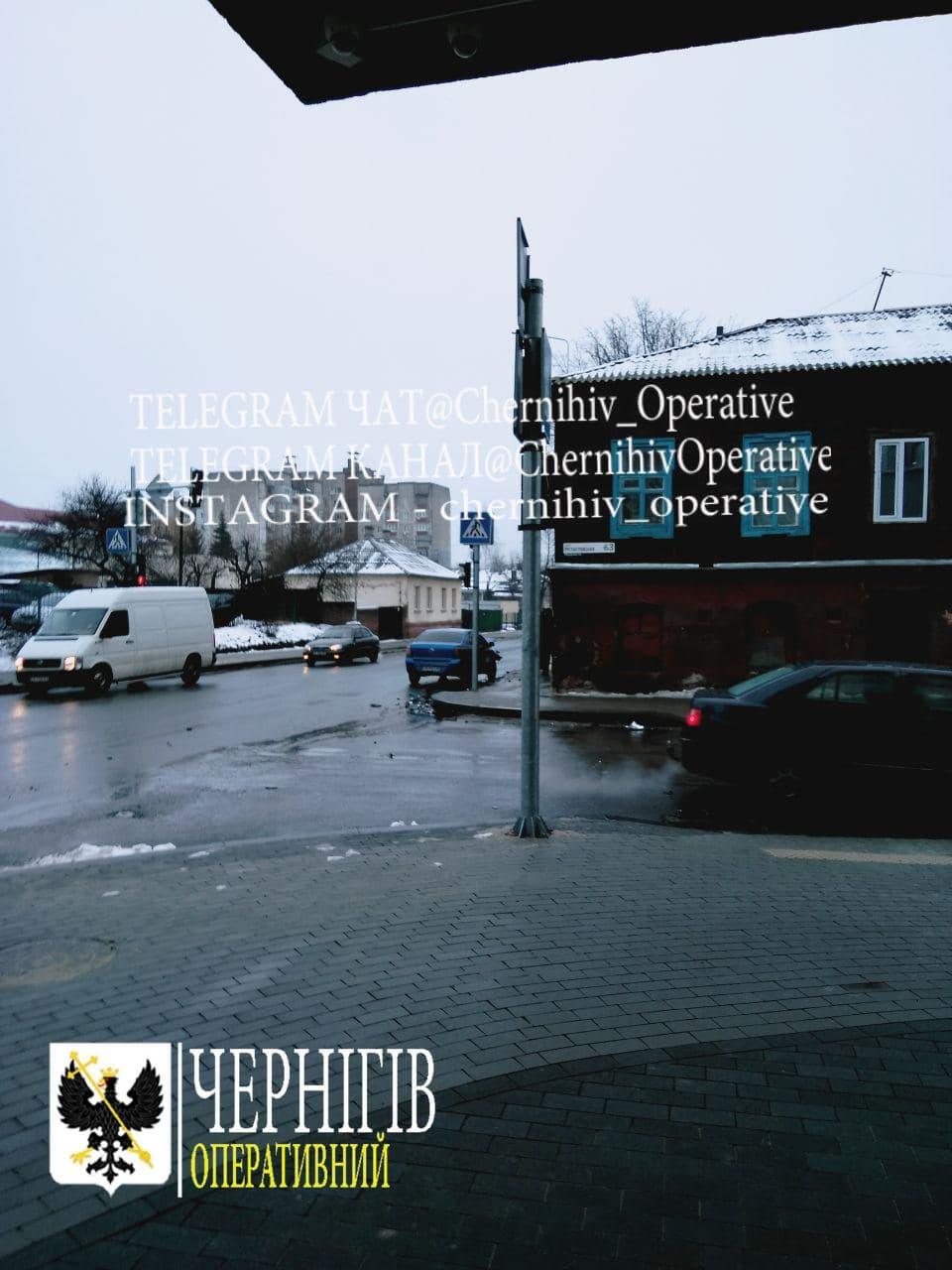 На Мстиславській у Чернігові сталася ДТП (Фотофакт)