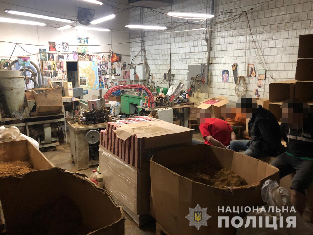 На Чернігівщині виявили підпільний цех із виробництва цигарок із потужністю понад півтора мільйона пачок щомісяця (Фото)