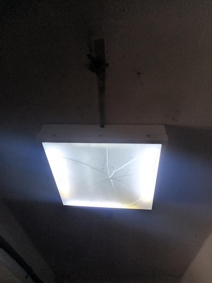 Невідомі побили світильники у підземному переході у Чернігові (Фото)
