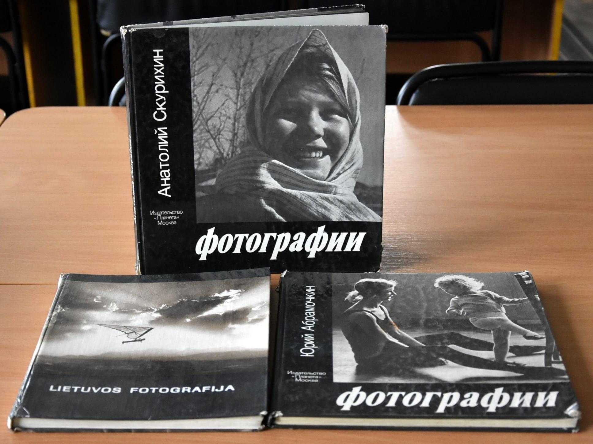Відомий чернігівський фотограф подарував бібліотеці свою літературу (Фото)