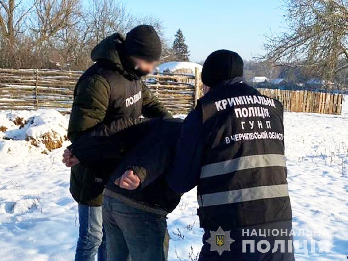 Знімав відео з дружиною: на Чернігівщині затримали розповсюджувача порнографії