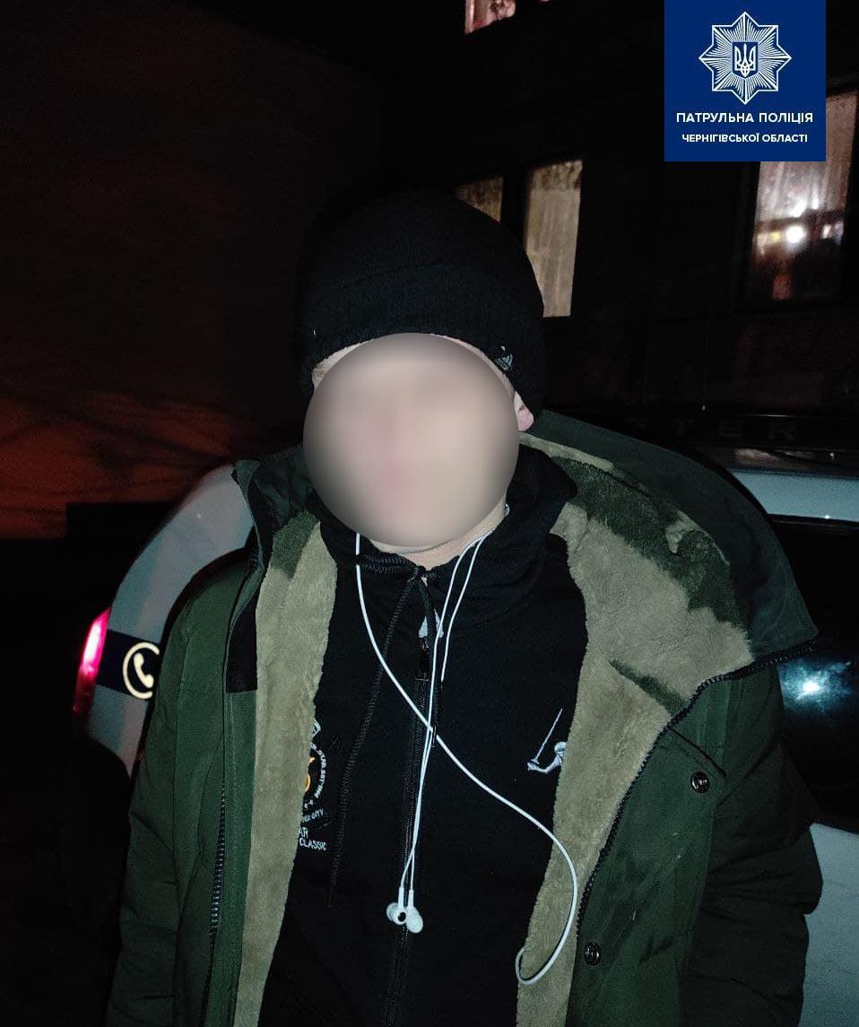 Чернігівські патрульні впродовж вечора виявили наркотики у двох містян (Фото)