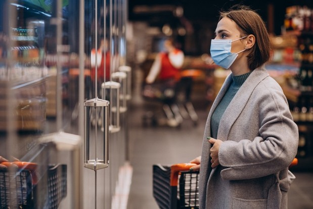 woman-wearing-face-mask-shopping-grocery-store_1303-25556
