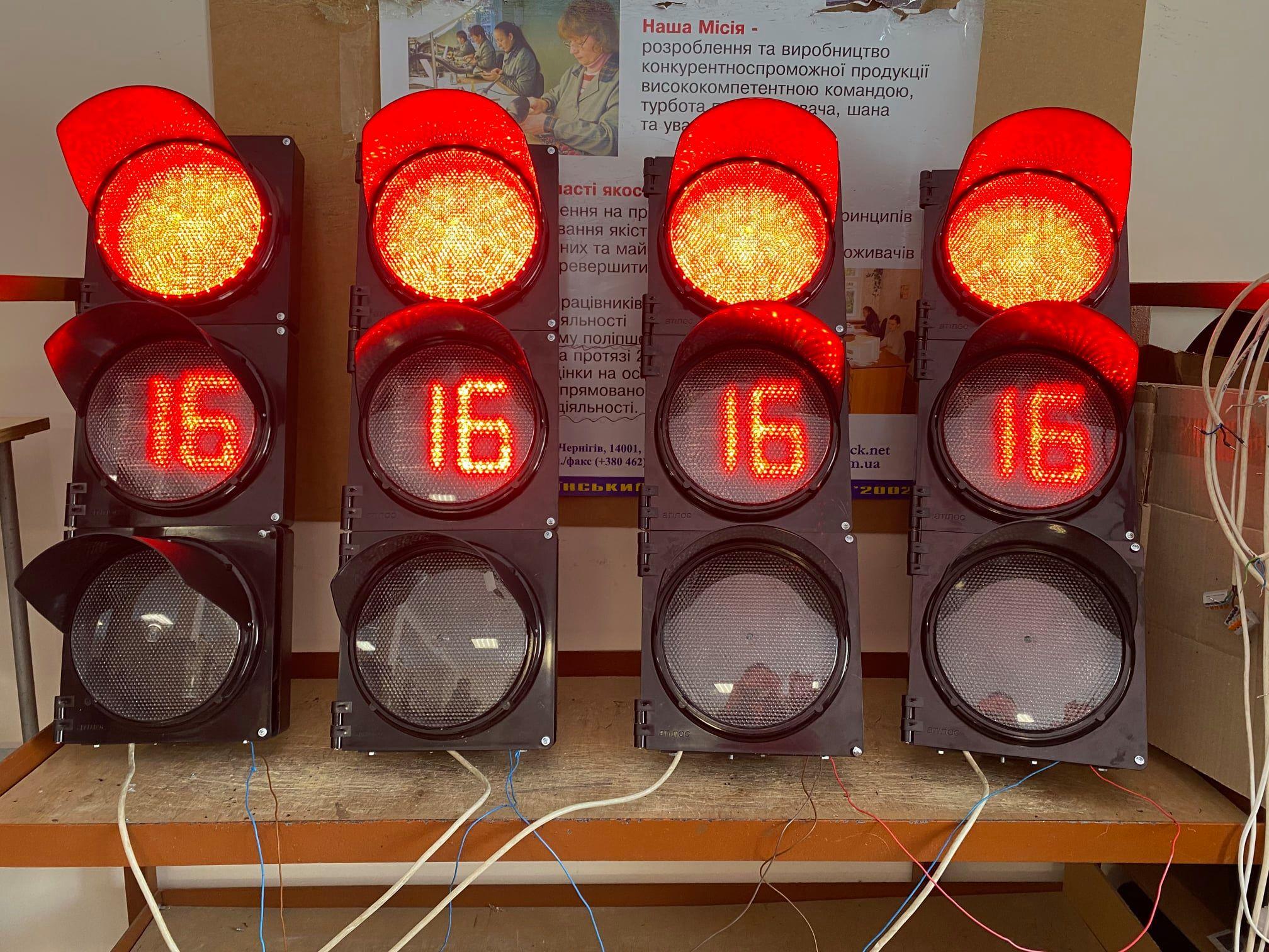 Чернігівське підприємство виготовляє світлофори для всієї України (Фото)