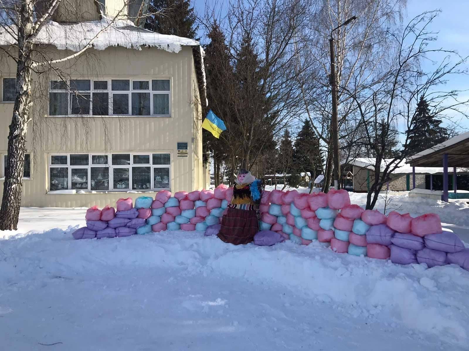 На Чернігівщині зліпили сніговика у фортеці (Фото)