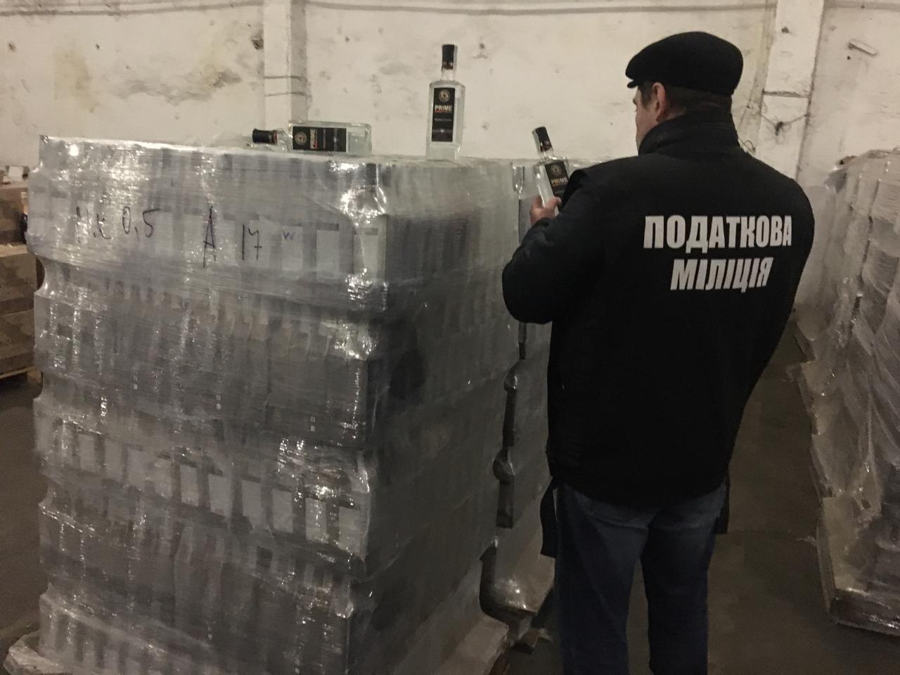 На Чернігівщині з незаконного обігу вилучено велику партію підробленого алкоголю (Фото)