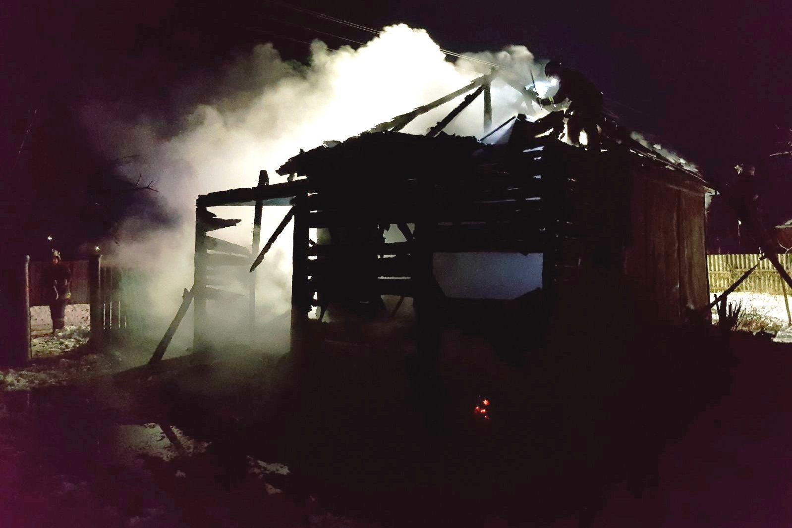 На Чернігівщині упродовж доби рятувальники ліквідували 3 пожежі та двічі залучалися до аварійно-рятувальних робіт (Фото)