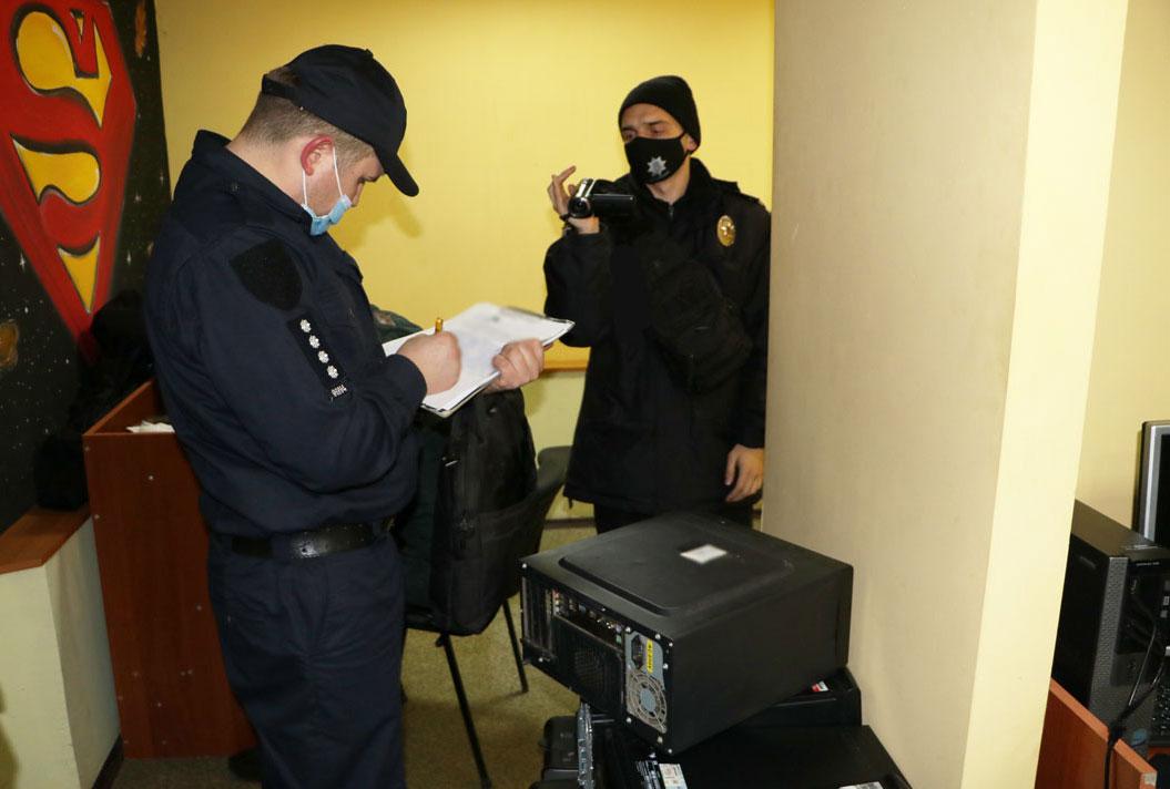 Поліцейські Чернігівщини припинили діяльність міжнародного шахрайського колл-центру (Фото)