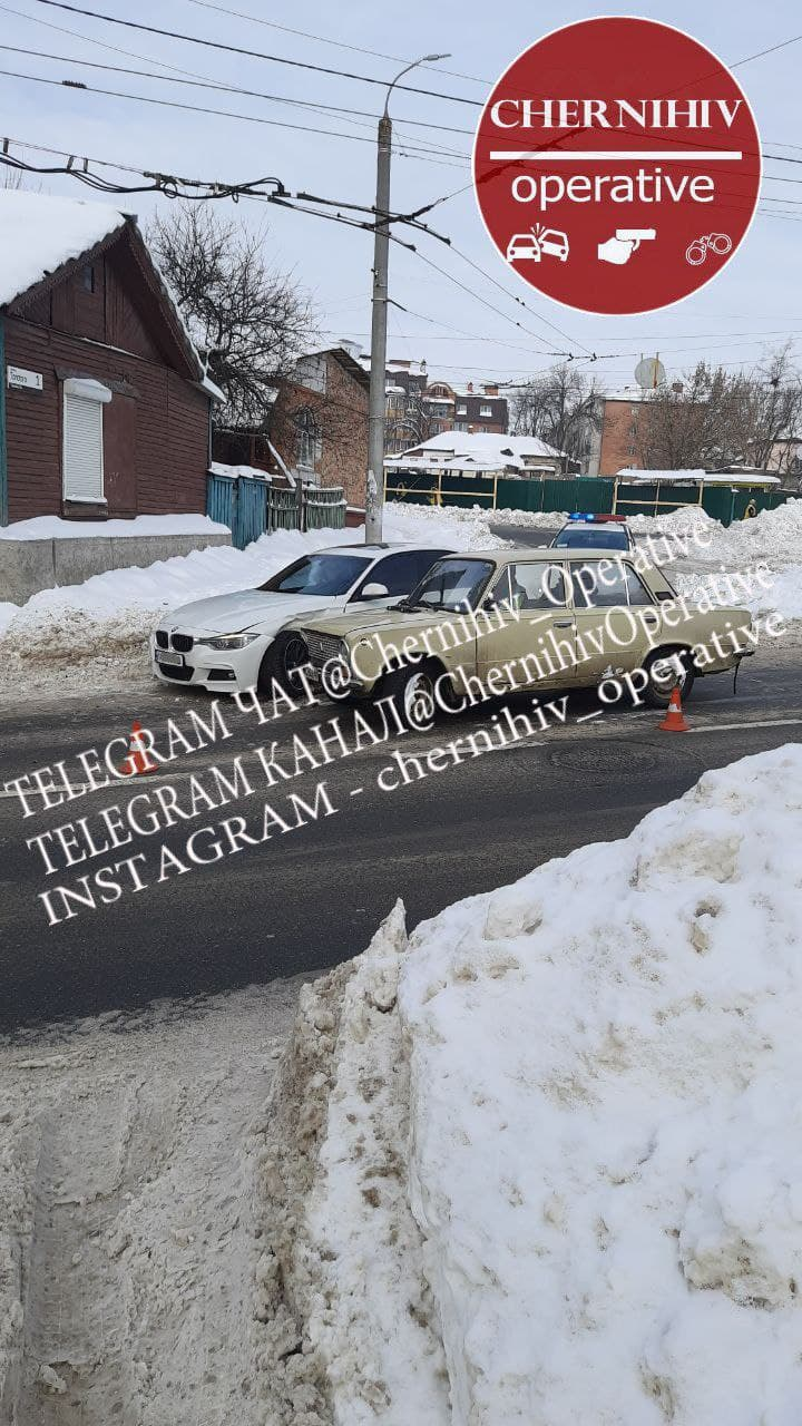 На вулиці Толстого в Чернігові сталася ДТП (Фотофакт)