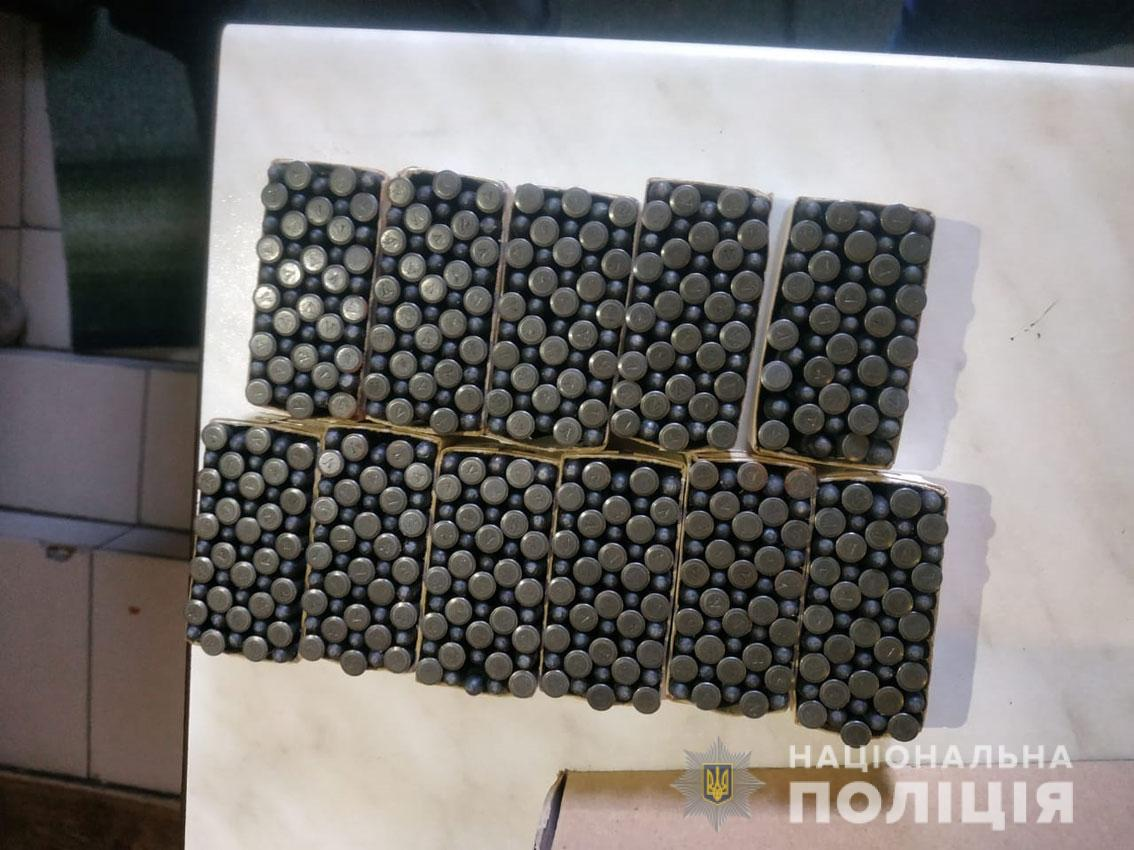 За добу поліція Чернігівщини вилучила з незаконного обігу два обрізи і майже шістсот набоїв (Фото)