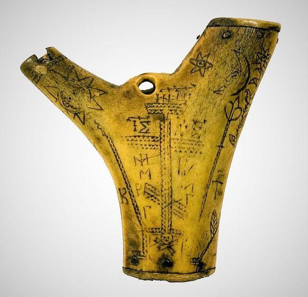 У музеї на Чернігівщині зберігається порохівниця з херувимом (Фото)