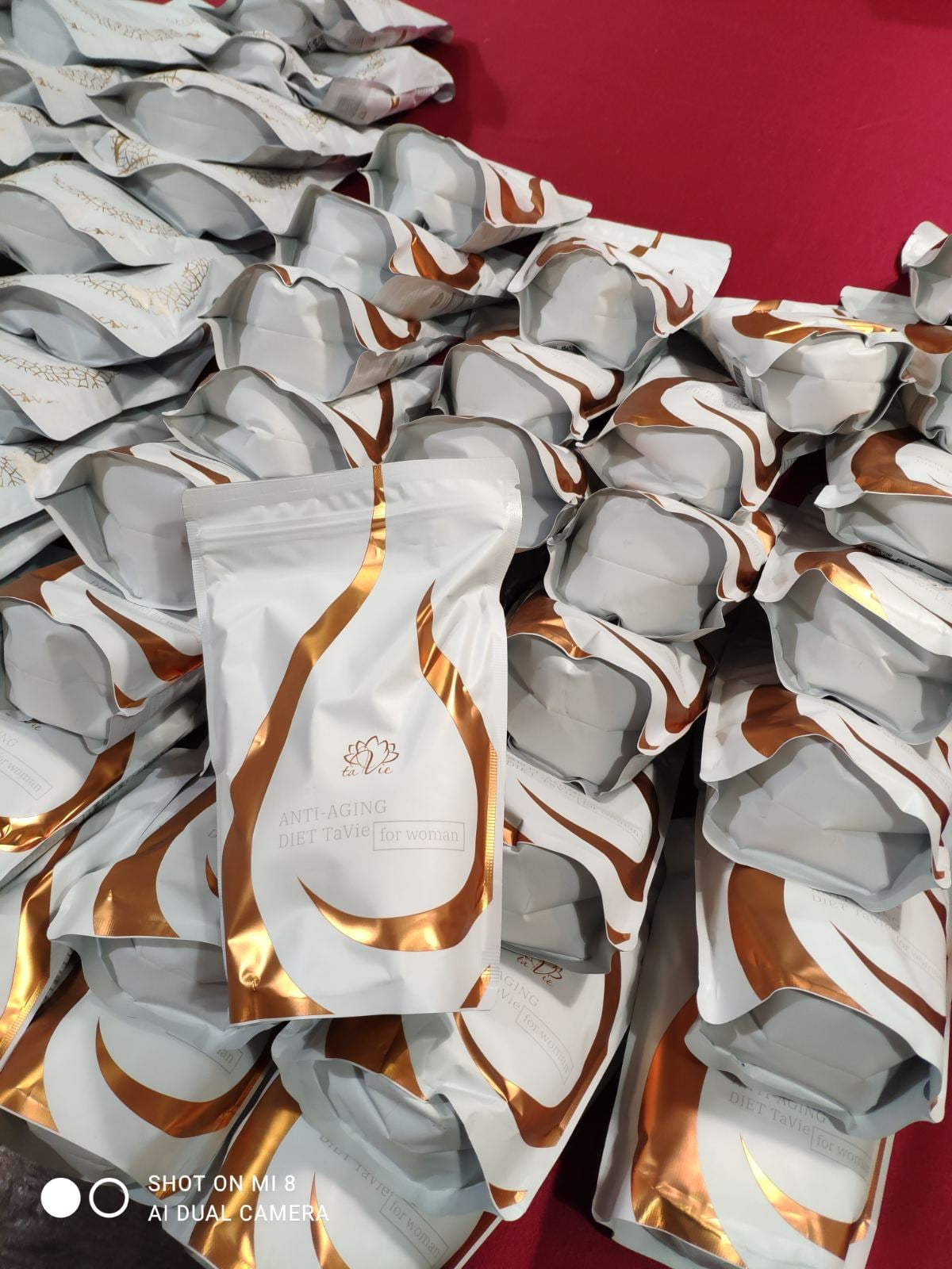 У пункті пропуску «Сеньківка» в іноземця вилучено сумішей для коктейлів і напоїв на понад 300 тисяч гривень (Фото)