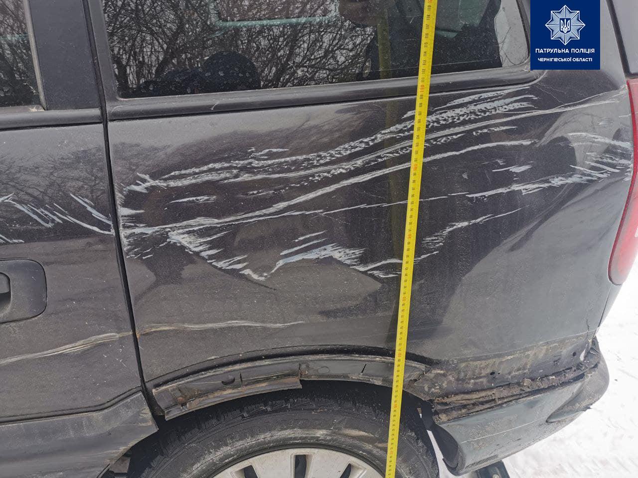 Патрульні розшукали два автомобілі, водії яких залишили місце ДТП (Фото)
