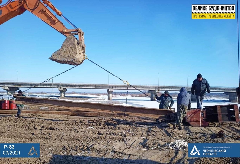 Стартували підготовчі роботи до капремонту аварійного мосту через річку Снов (Фото)
