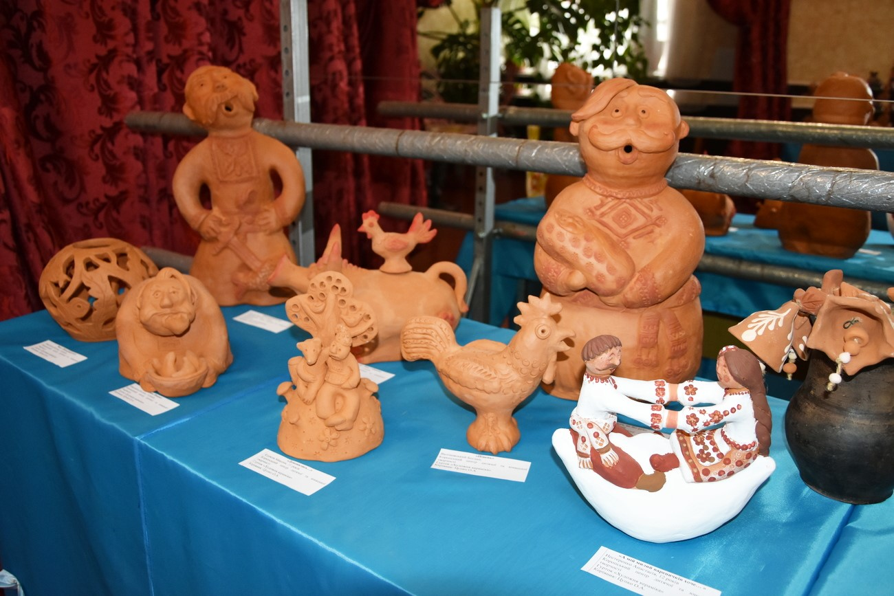 Вироби з тіста, витинанки та кераміка: на Чернігівщині відкрилася виставка дитячої творчості (Фото)