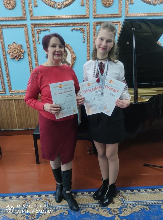 Юні бахмацькі піаністки отримали міжнародне визнання (Фото)