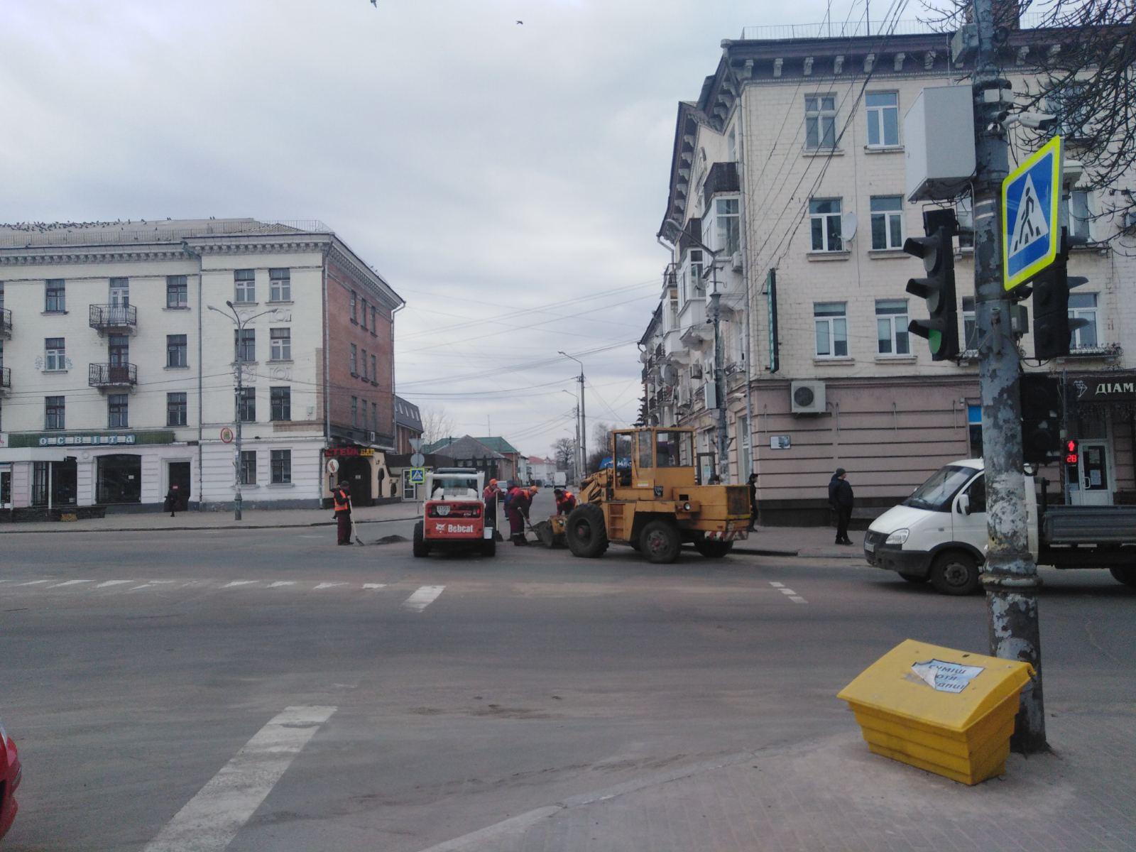 У Ніжині взялися за ямковий ремонт доріг (Фото)