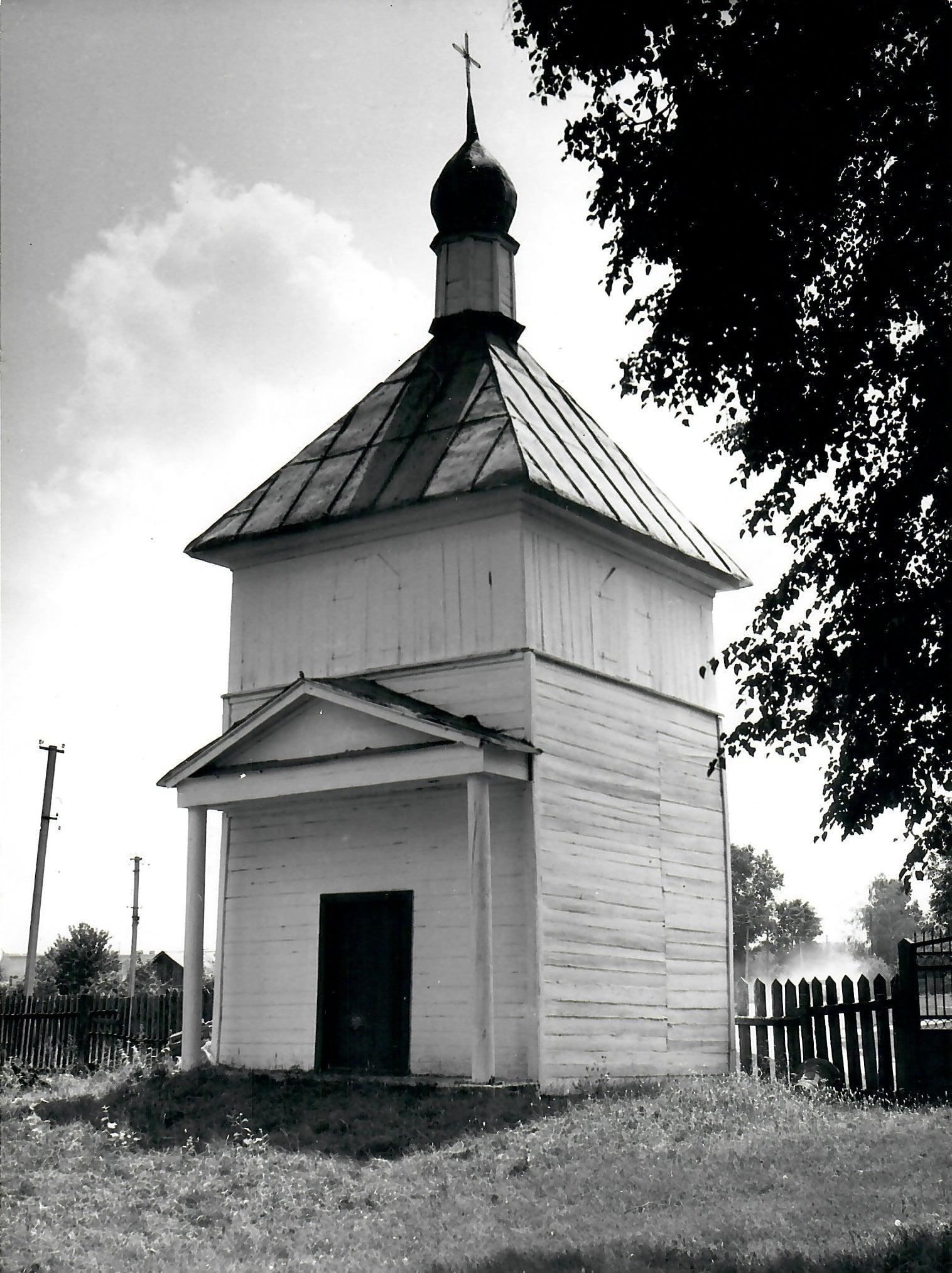 У Новому Білоусі збереглася унікальна дерев'яна церква з дзвіницею (Фото)