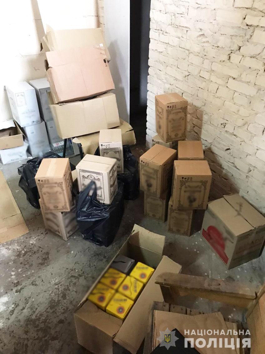 Двоє підприємців з Чернігівщини виготовляли фальсифіковані алкоголь та цигарки (Фото)