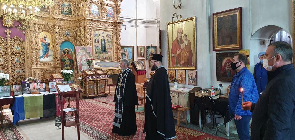 У Чернігові помолилися за загиблих у березні Захисників України (Фото)
