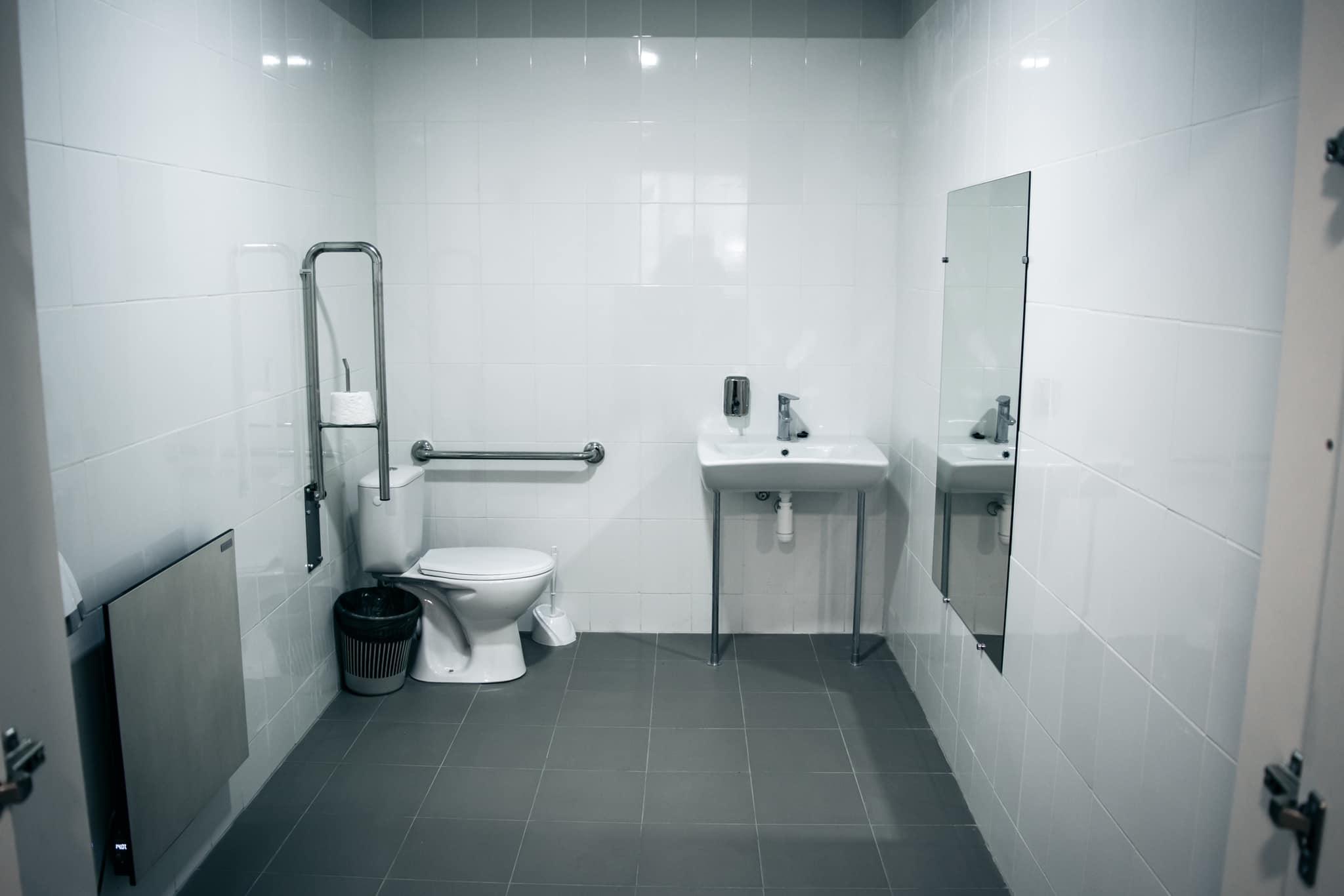 У центрі Чернігова відкрилася нова громадська вбиральня (Фото)