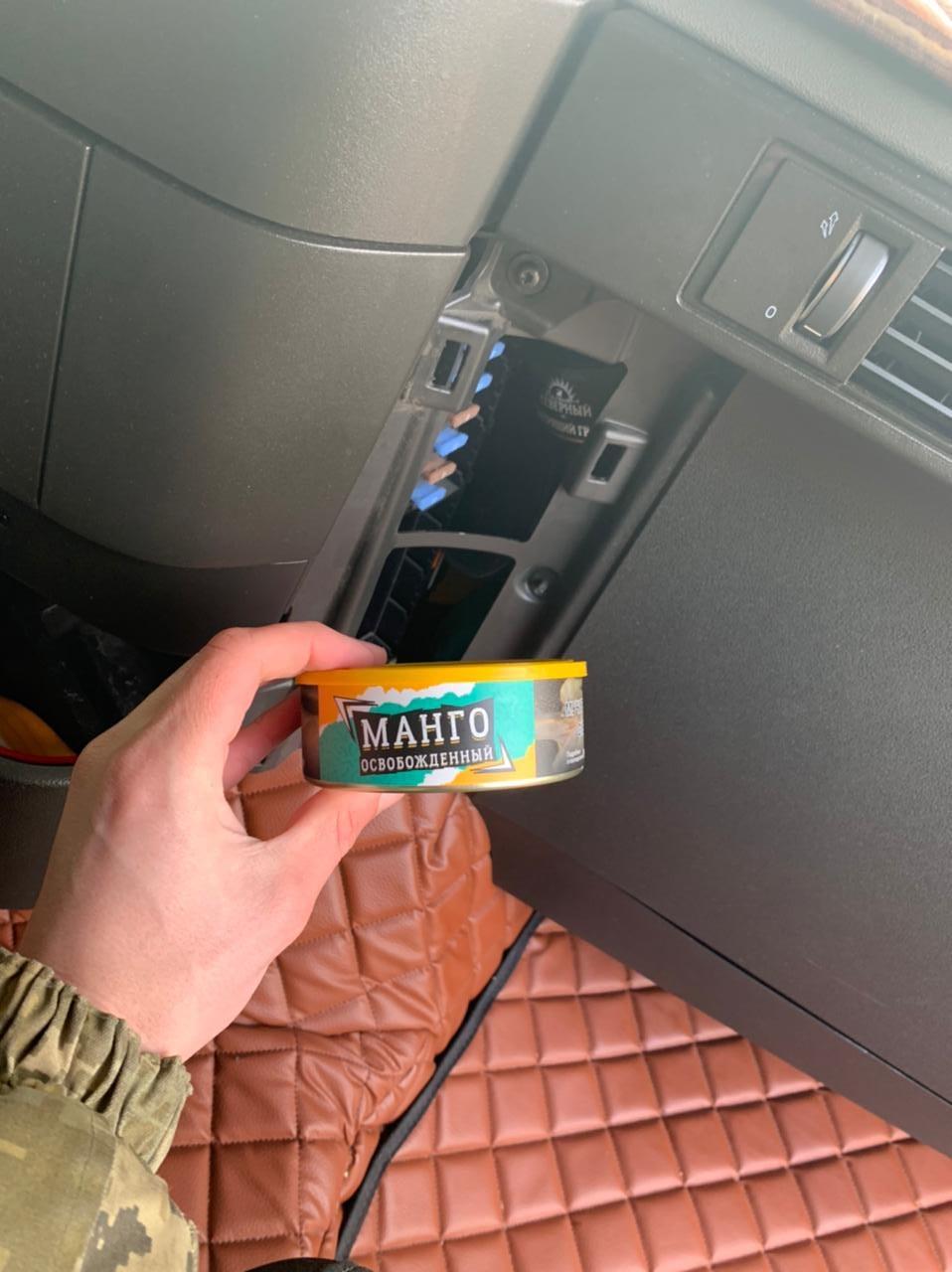 У «Нових Яриловичах» у консервних банках виявили суміш для кальяну (Фото)