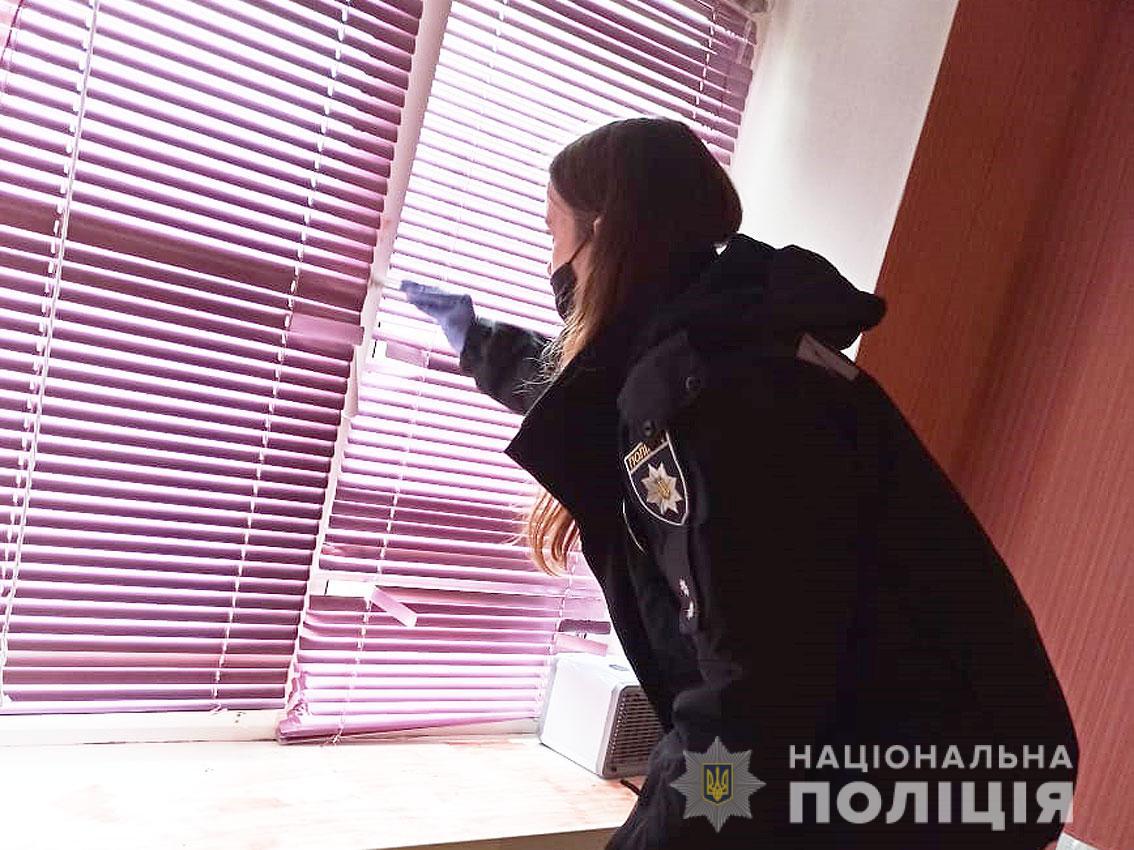 У Чернігові півторарічна дитина випала з вікна п'ятого поверху (Фото)