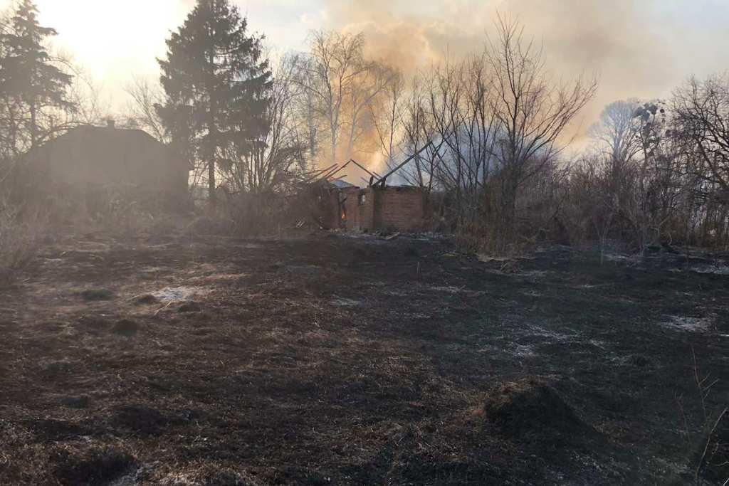 На Чернігівщині упродовж минулої доби рятувальники ліквідували 25 пожеж (Фото)
