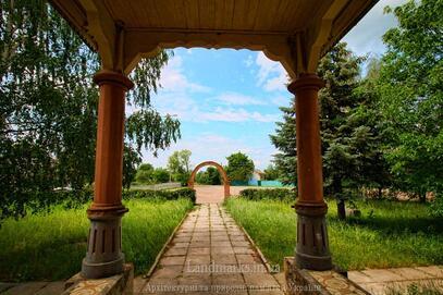 На Чернігівщині є школа у стилі українського модерну (Фото)