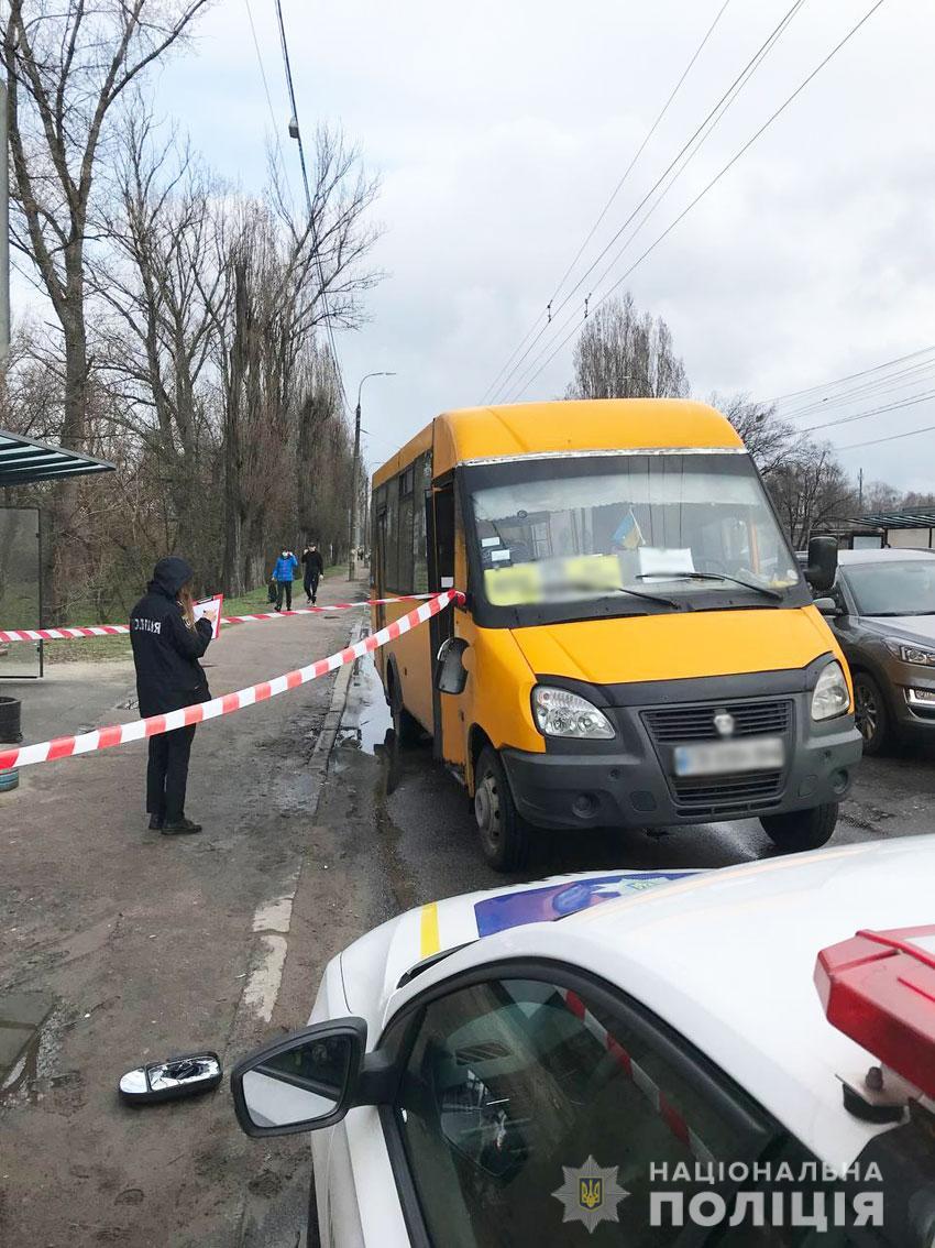 У Чернігові чоловік побив і зламав ногу водію маршрутки (Фото)