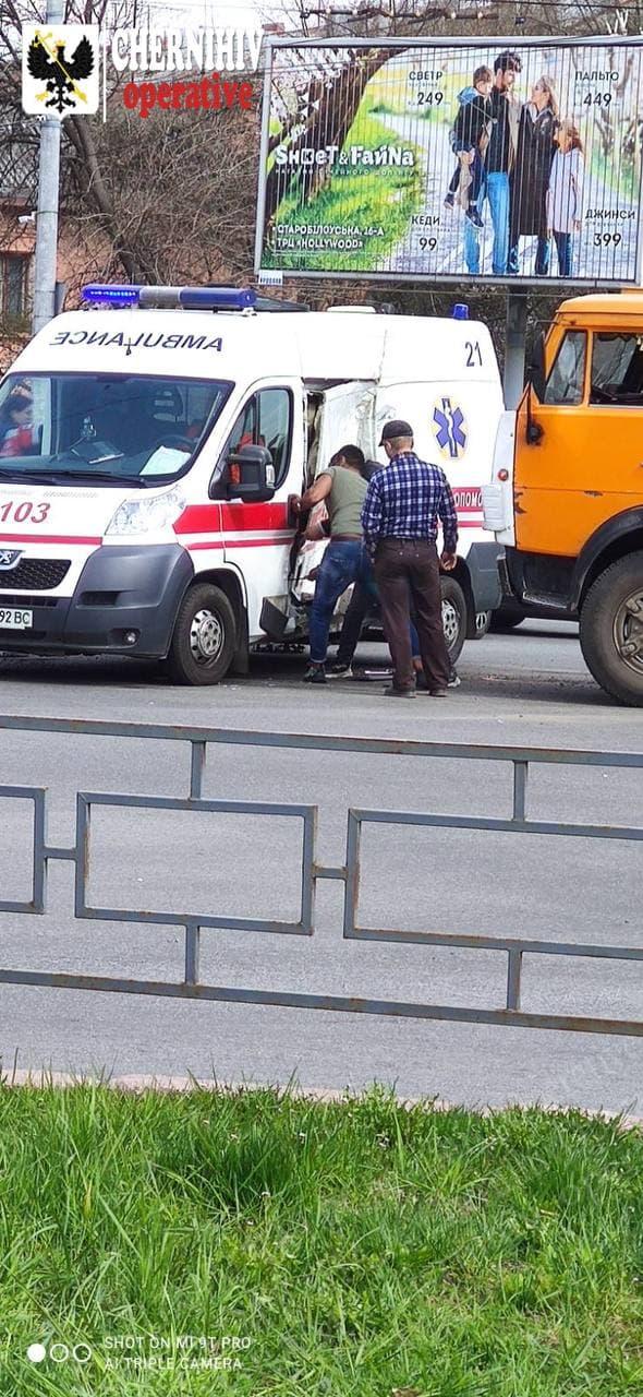 Подробиці масштабної ДТП у Чернігові (Фото)