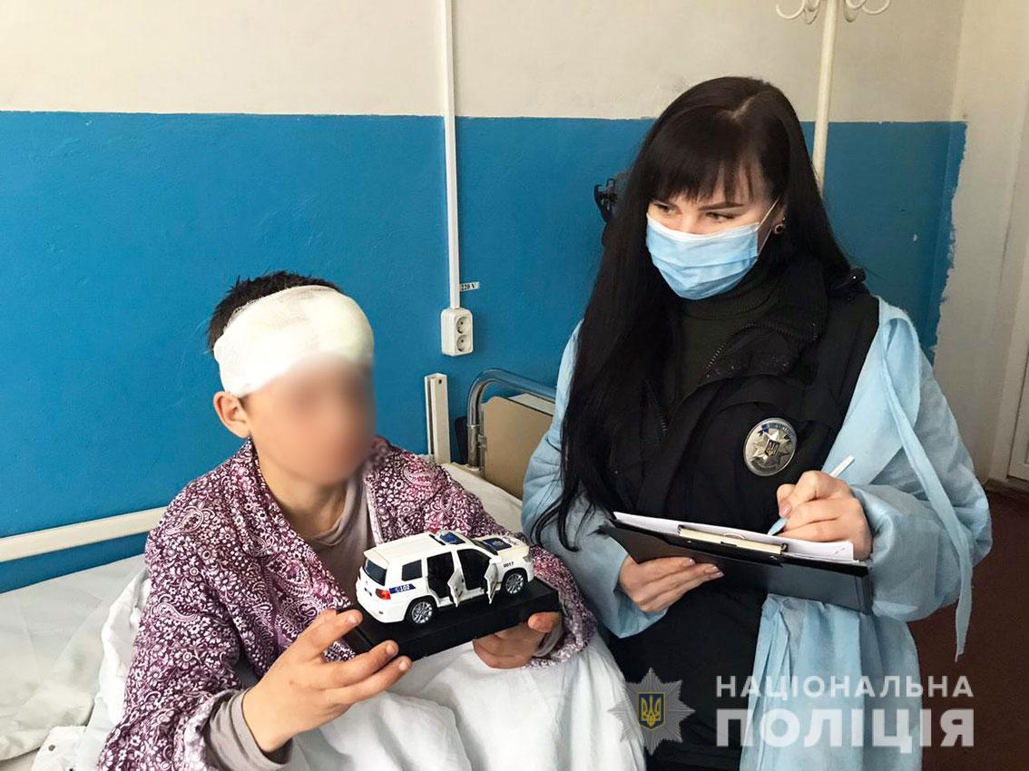 Заважав пити: подробиці нападу жінки на свого малолітнього сина на Чернігівщині (Фото)