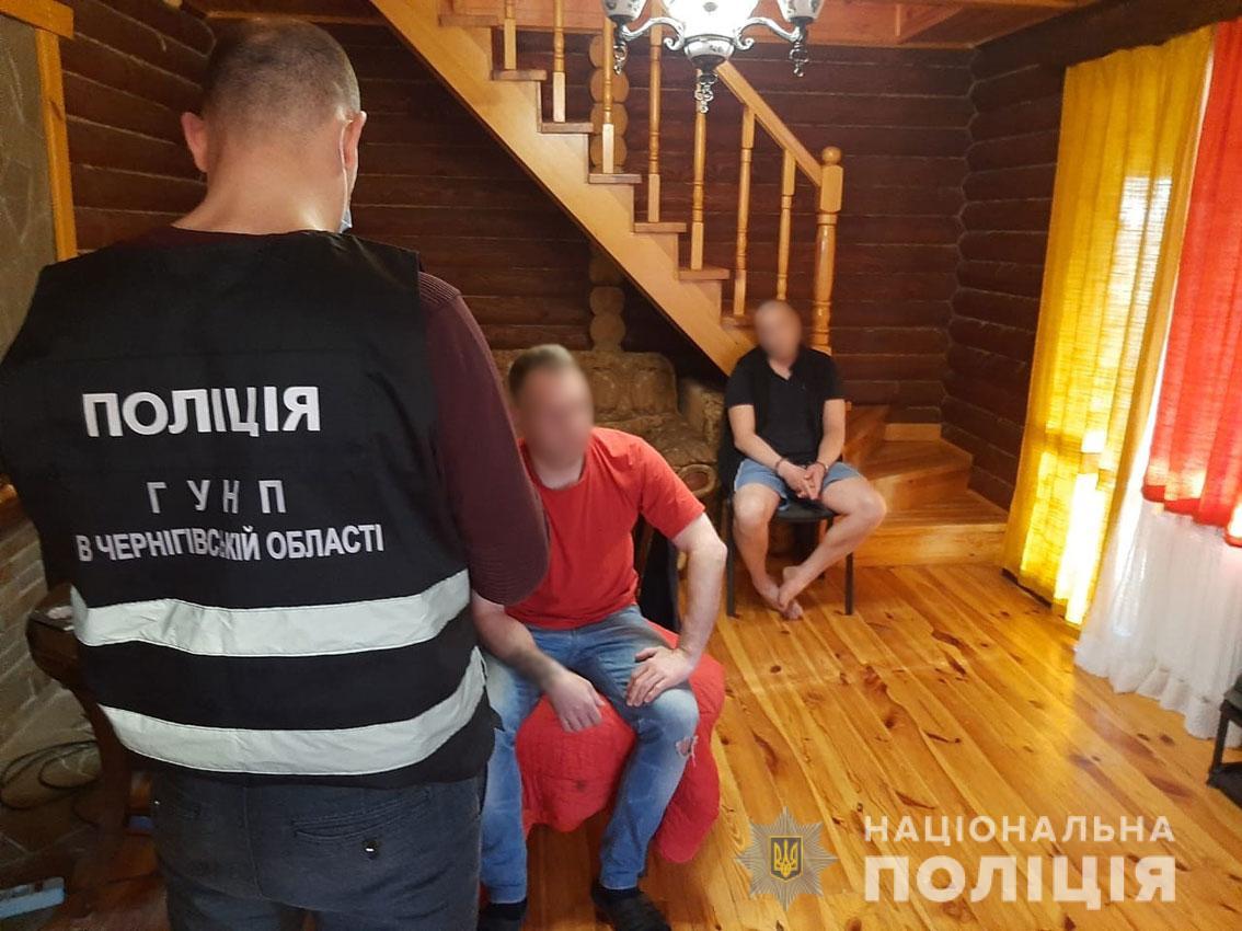 Поліцейські викрили угруповання за виготовлення та збут наркотиків і психотропів на Чернігівщині та Київщині (Фото)