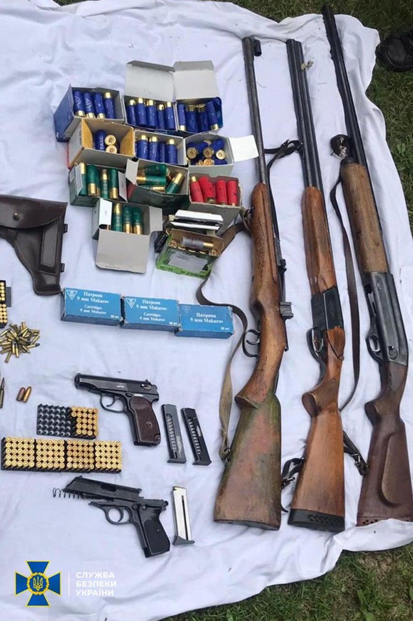 На Чернігівщині СБУ викрила незаконне зберігання вогнепальної зброї та боєприпасів (Фото)