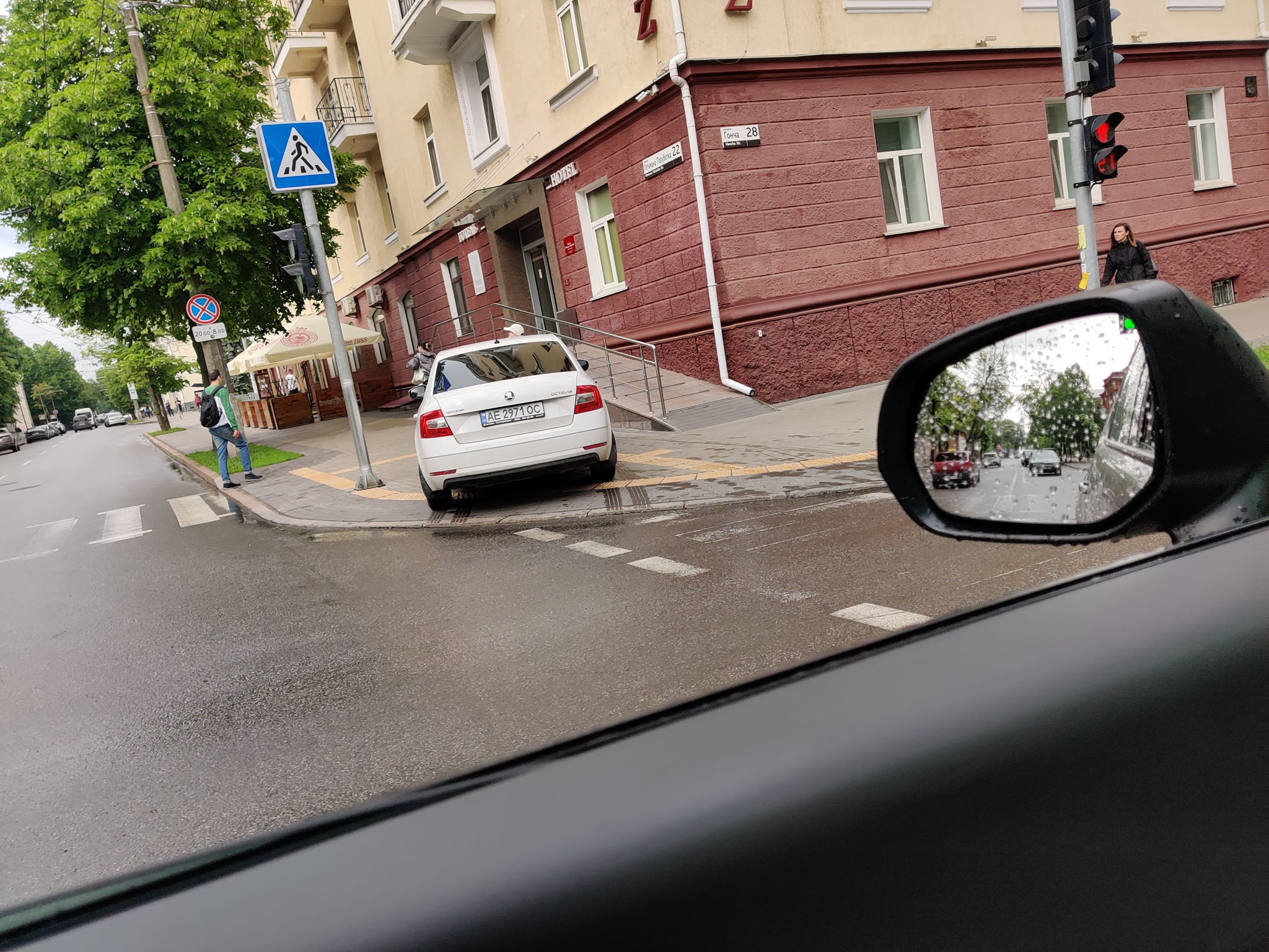 На «чортовому перехресті» в Чернігові – чергова аварія (Фотофакт)