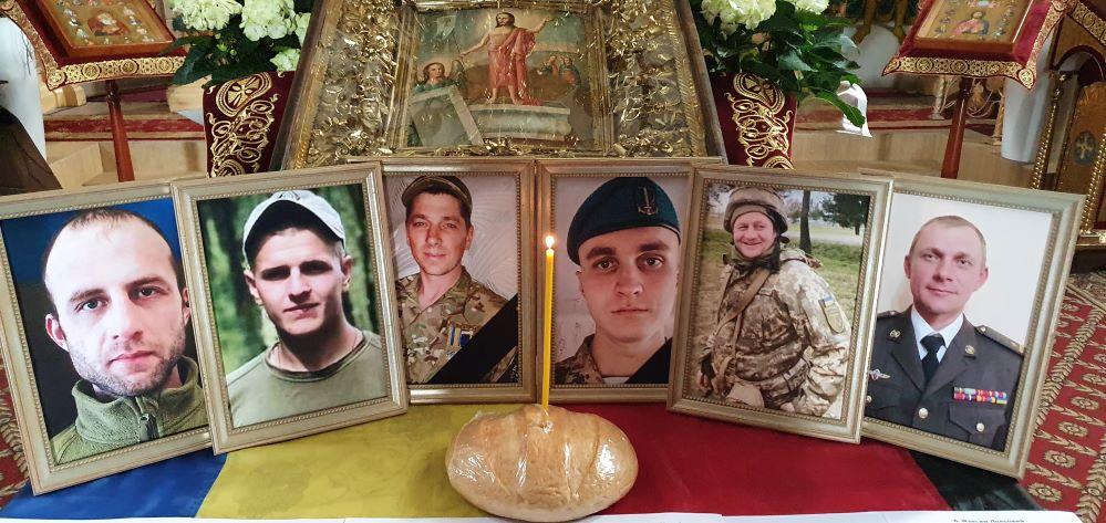 У Чернігові помолилися за шістьох загиблих у травні Захисників України (Фото)