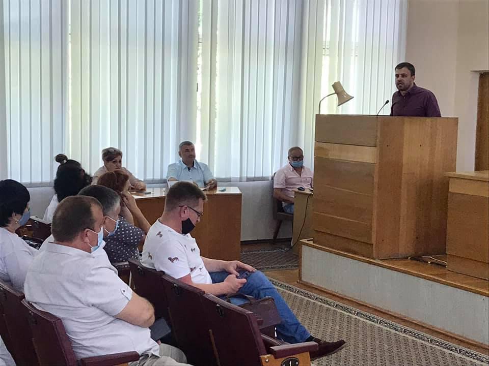 Депутати Чернігівської райради підтримали батьків, які відстоюють збереження школи на Куликівщині