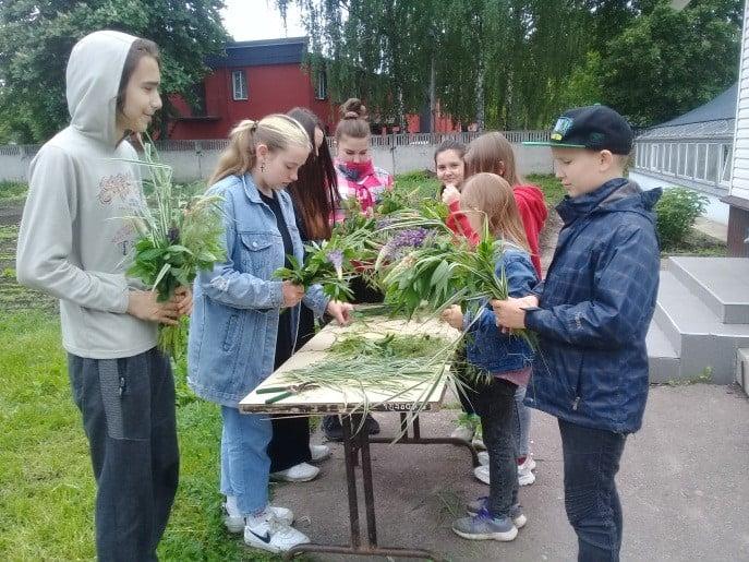 На Чернігівщині діти гралися у «квітковий рай»