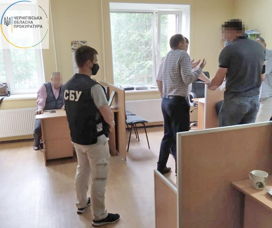 Посадовців Держекоінспеції Чернігівщини підозрюють у зловживанні службовим становищем