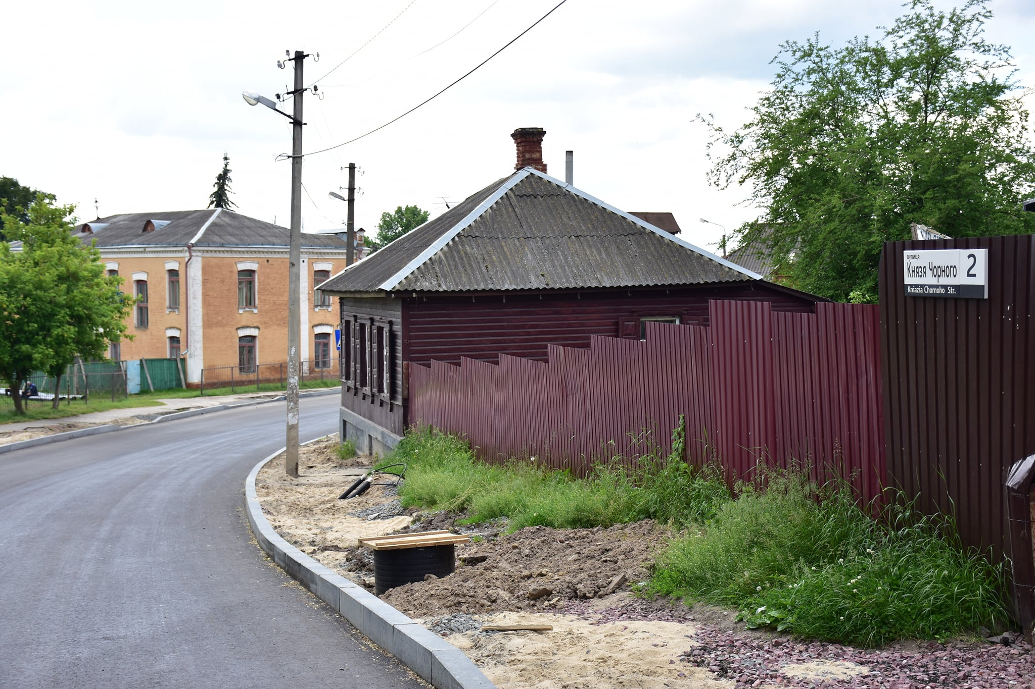 Тротуари по вулиці Князя Чорного у Чернігові зроблять на початку липня (Фото)