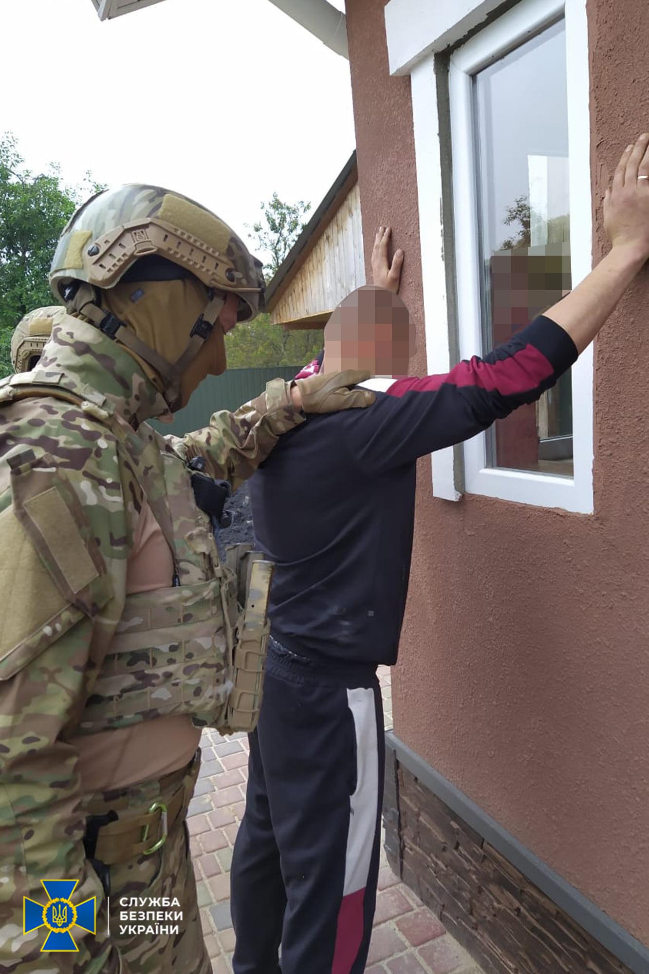 На Чернігівщині СБУ блокувала канал контрабанди вибухівки та нелегальної міграції іноземців через кордон (Фото)