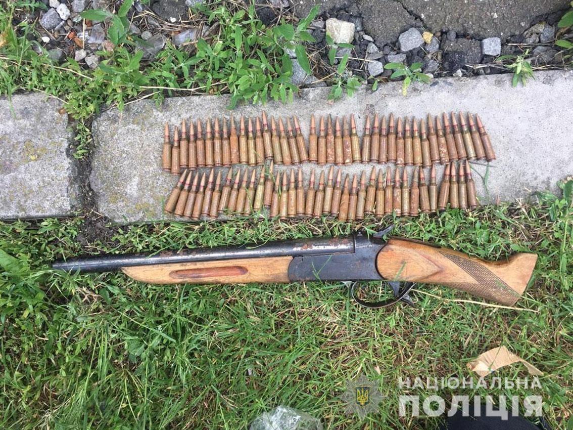 На Чернігівщині поліція затримала торгівця боєприпасами та зброєю (Фото)