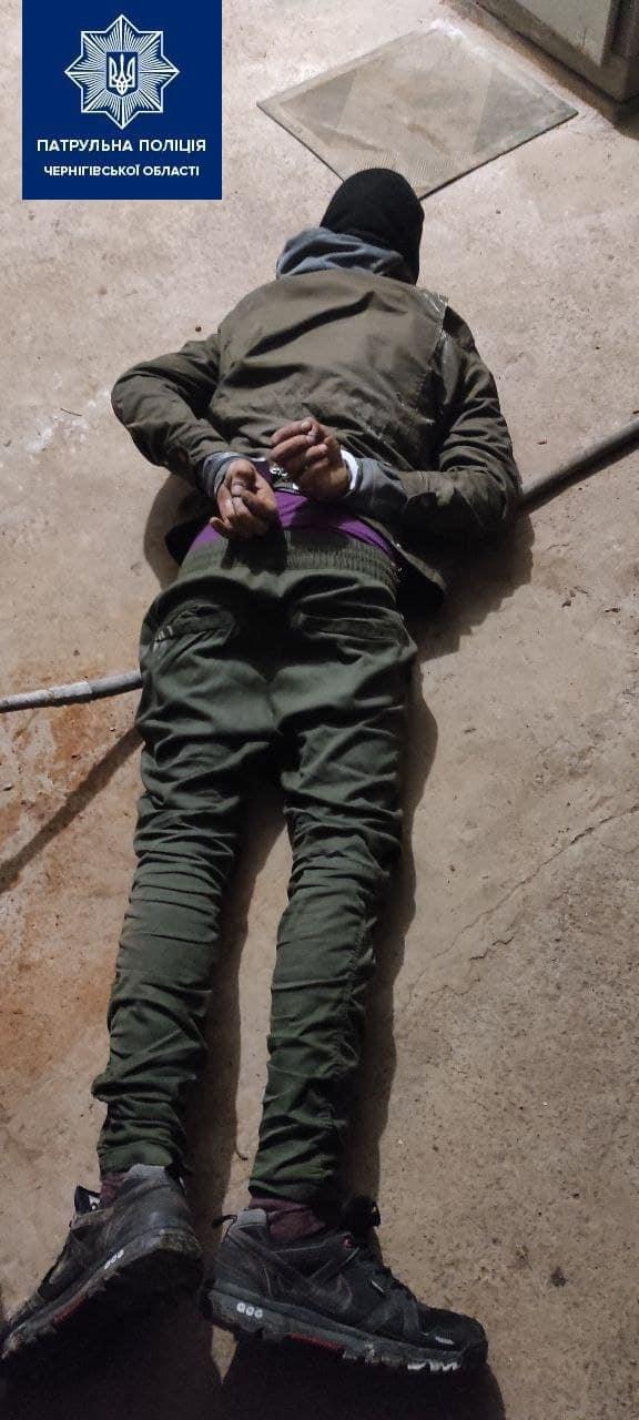 Патрульні затримали чоловік, що проник до теплопункту (Фото)